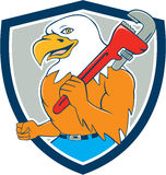 Kahle Eagle Plumber Monkey Wrench Shield-Karikatur Lizenzfreies Stockfoto