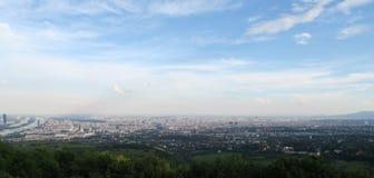 从Kahlenberg的巨大看法奥地利人首都的维也纳 图库摄影