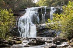 Kahler Fluss fällt in Herbst stockbilder