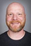 Kahler Mann mit einem Bart Stockfoto