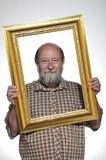 Kahler Mann mit einem Feld Lizenzfreies Stockbild