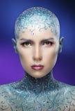 Kahles Mädchen mit bunter Make-upkunst stockbild