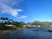 Kahului Bay with Hotel, coconut trees, and Iao Valley and surrounding mountains Stock Photos