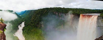 Kaieteur瀑布,其中一个最高的秋天在世界上, potaro河圭亚那 库存图片