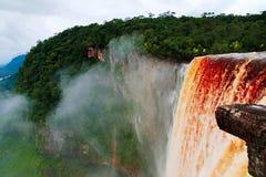 Kaieteur vattenfall, en av de mest högväxta nedgångarna i världen, potaroflod Guyana Arkivbilder