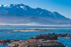 Kaikoura-Küste mit Blick auf die Berge Lizenzfreies Stockfoto