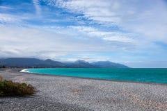 KAIKOURA, NEUSEELAND - 12. FEBRUAR: Strand nahe Kaikoura in neuem Lizenzfreies Stockfoto