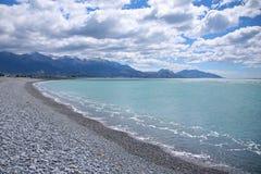 Kaikoura strand och berg i sommar Royaltyfri Bild