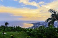 Kailasagiriheuvel die stad van Vizag en het strand overzien Stock Foto