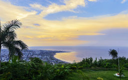 Kailasagiriheuvel die stad van Vizag en het strand overzien Stock Fotografie