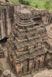 从Kailsa寺庙,古老印度石头的顶端看法被雕刻的寺庙,不使16, Ellora,印度陷下 免版税库存照片
