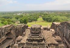 从Kailsa寺庙,古老印度石头的顶端看法被雕刻的寺庙,不使16, Ellora,印度陷下 库存图片