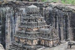 Kailsa寺庙,古老印度石头顶视图被雕刻的寺庙,不使16, Ellora,印度陷下 库存照片