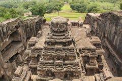 从Kailsanath寺庙,古老印度石头的顶端看法被雕刻的寺庙,不使16, Ellora,印度陷下 免版税库存图片