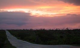 Kaiman Brac-Leuchtturm-Weg bei Sonnenuntergang Stockbild