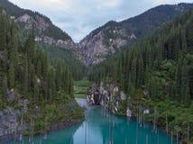 Kaindy湖在作为Tree湖或水下的森林也已知的哈萨克斯坦 库存图片