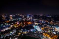 18/11/2018 Kairo, Ägypten, unglaubliche Wolkenkratzeransicht einer Nachtstadt stockbilder