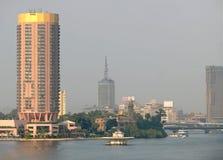 KAIRO EGYPTEN - NOVEMBER 9, 2008: Kairo på Nilen. Vattentransp Royaltyfria Foton