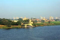 Kairo von der Brücke über Nil-Fluss Stockbilder