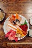 Kaisendon优质日本生鱼片饭碗顶视图射击 库存图片