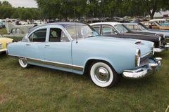 1954年Kaiser蓝色汽车 免版税库存照片