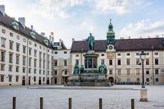 Kaiser Franz I monument i borggården av den Hofburg slotten, Wien, Österrike royaltyfri foto