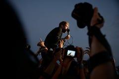 Kaiser-Leiter versehen im Konzert an FLUNKEREI Festival mit einem Band Stockfoto