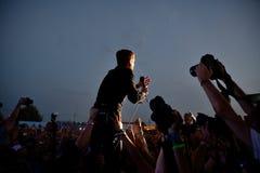 Kaiser-Leiter versehen im Konzert an FLUNKEREI Festival mit einem Band Lizenzfreies Stockfoto