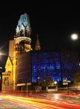 Kaiser Wilhelm Memorial Church a Berlino alla notte fotografia stock libera da diritti