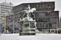 Kaiser Wilhelm Monumenton ein schneebedeckten Tag in Dusseldorf, Deutschland Lizenzfreies Stockfoto
