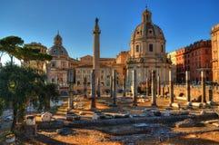 Kaiserforum- und Trajan-Spalten in Rom Lizenzfreie Stockfotos