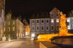 Kaiserin Kunigunde staty på natten i Bamberg royaltyfria bilder