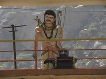 Kaivara, Karnataka, Ινδία - 1 Ιανουαρίου 2009 άγαλμα Arjuna με το τόξο και τα βέλη Στοκ Εικόνες