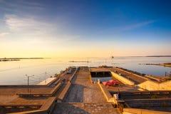 Kaj i Tallinn under solnedgång Fotografering för Bildbyråer
