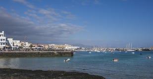 Kaj och hamn, hamn, Corralejo Royaltyfri Fotografi