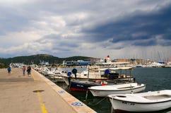 Kaj och port av staden av stången i stormigt väder Royaltyfri Foto
