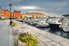 Kaj och sjösida i den gamla staden Rovinj Kroatien Istrian halvö, Europa royaltyfria foton