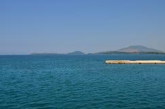 Kaj p? det Ionian havet arkivbilder