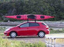 Kajak på en liten bil Arkivbilder