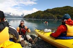 Kajak-Anweisung in Alaska lizenzfreie stockfotos