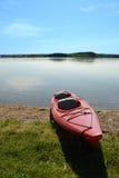 Kajak auf dem Ufer Lizenzfreies Stockbild