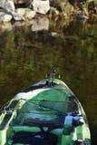 Kajak auf dem Wasser Stockbilder