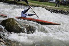 Kajak auf den Rapids Lizenzfreie Stockfotografie