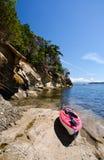 Kajak en una playa Fotografía de archivo libre de regalías