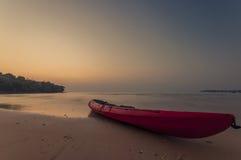 kajak i ön Koh Kood, Thailand Arkivfoto