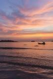 Kajak i solnedgången Arkivfoto