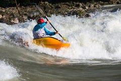 Kajak i whitewater Royaltyfri Fotografi