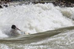 Kajak i whitewater Fotografering för Bildbyråer