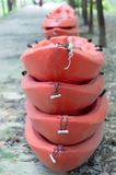 Kajak o canue rosso per trasportare fotografie stock