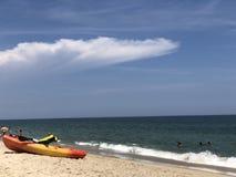 Kajak op het strand Royalty-vrije Stock Afbeelding